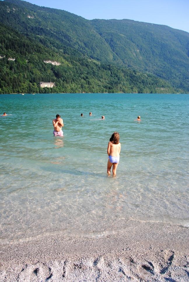 Lago di Molveno con le sue acque caraibiche