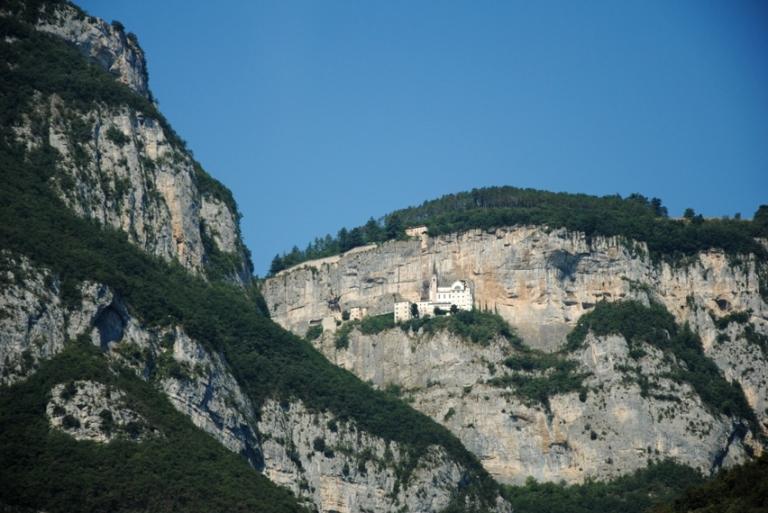 Il Santuario della Madonna della Corona fotografato dall'autostrada del Brennero