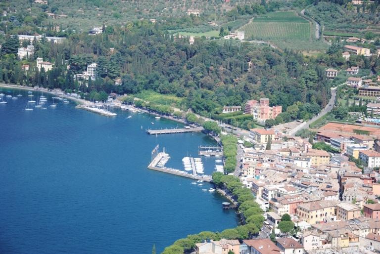 il centro di Garda, visto dalla Rocca