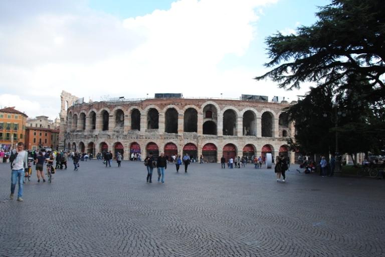 vista dell'arena, proveniendo dal Corso Porta Nuova