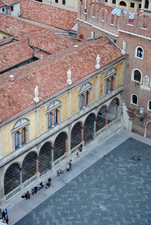 piazza dei Signori: loggia del Consiglio o loggia di Fra' Giocondo, sede del Consiglio Provinciale