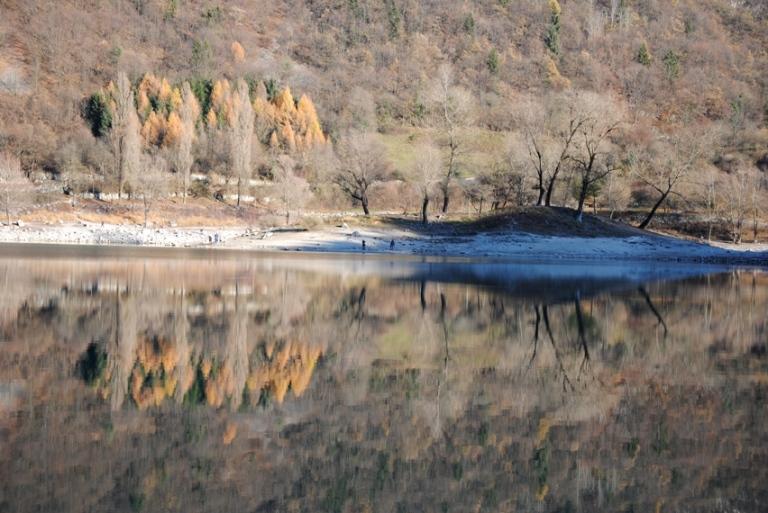 riflessi dicembrini sul lago di Tenno