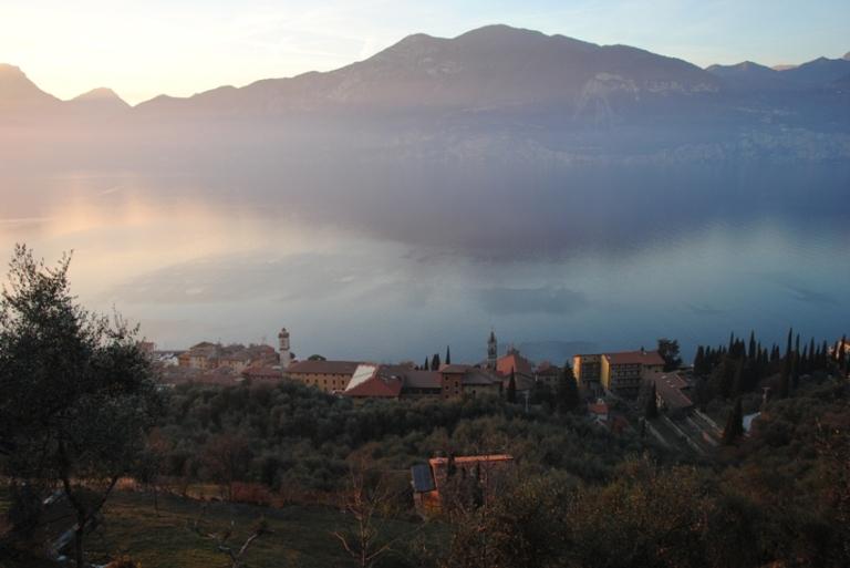 L'istituto delel Piccole Supore della Sacra famiglia di Castelletto, visto dalla mulattiera Fasor - Campo.