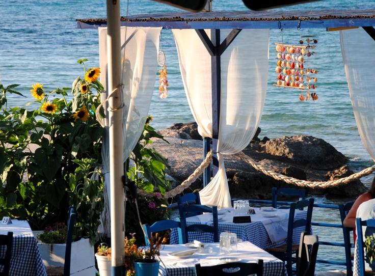 ammoudi-beach-taverna
