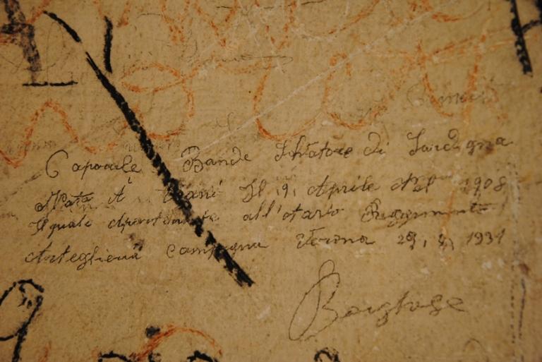 (i muri del forte sono purtroppo pieni di scritte, alcune però risalgono agli anni in cui il forte era in attività)